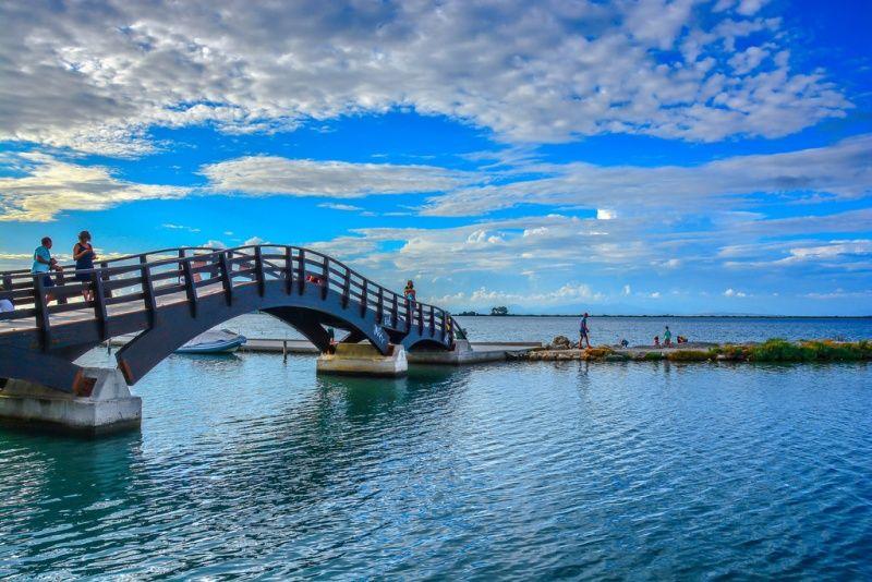 lefkada-atrakcije-na-mostu-simbolu