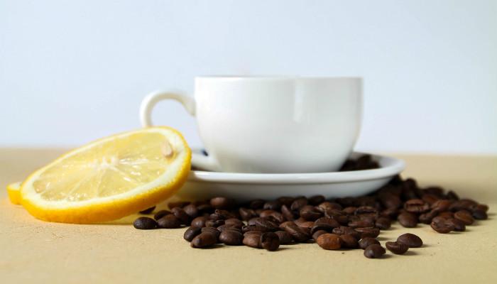 kako da uklonim glavobolju sa kafom i limunom